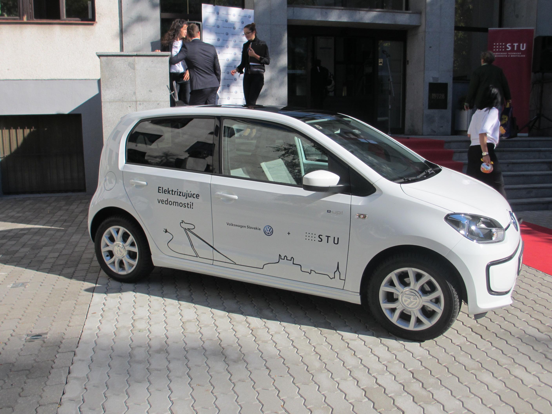 Odovzdávanie elektromobilov VW e-Up (21.9.2015)